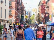 Mensen bij een straatfestival de Stad in van weinig Italië, New York Royalty-vrije Stock Fotografie