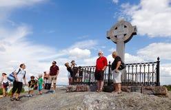 Mensen bij het kruis van Ansgar stock foto