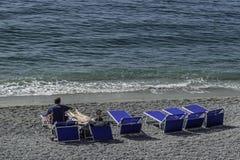 Mensen bij het strand royalty-vrije stock foto's