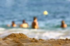 Mensen bij het strand Royalty-vrije Stock Afbeelding