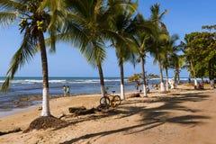Mensen bij het strand in Puerto Viejo DE Talamanca in Costa Rica Royalty-vrije Stock Fotografie