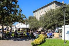 Mensen bij Kastanjefestival Manziana Italië Stock Foto's