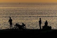 Mensen bij Kust van Oceaan, de Galapagos, Ecuador Royalty-vrije Stock Foto