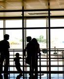 Mensen bij luchthaven royalty-vrije stock afbeelding