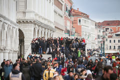 Mensen bij Riva-degli Schiavoni Royalty-vrije Stock Foto's