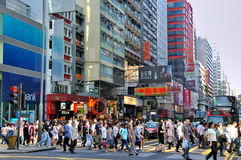Mensen bij straat overdwars, Hongkong Stock Foto