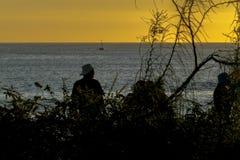 Mensen bij Strand in Zonsondergangtijd, de Galapagos, Ecuador Royalty-vrije Stock Foto