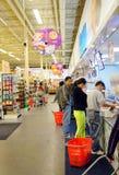 Mensen bij Supermarkt Royalty-vrije Stock Foto's