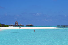 Mensen bij vakantie in het Paradijseiland van de Maldiven, Maart ` 2011 Stock Fotografie