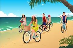 Mensen Biking op het Strand royalty-vrije illustratie