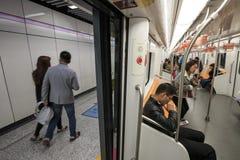 Mensen binnen de de Metropost van het Westennanjing Shanghai stock afbeelding