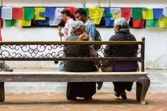 Mensen in Boudhanath Stupa in Katmandu, Nepal Royalty-vrije Stock Foto's