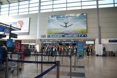 Mensen in controlestreek in Vaclav Havel Prague Airport royalty-vrije stock foto's