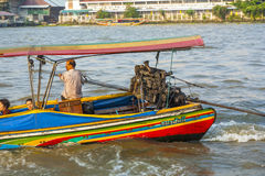 Mensen in de boot bij de rivier Mae Royalty-vrije Stock Fotografie
