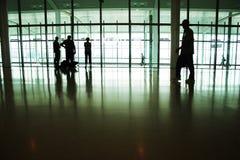 Mensen in de luchthaven Stock Fotografie
