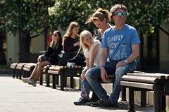 Mensen in de Oude Stad van Vilnius royalty-vrije stock foto's