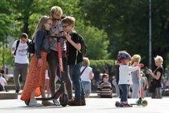 Mensen in de Oude Stad van Vilnius stock foto's