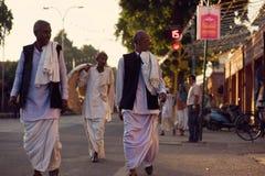 Mensen in de straten van India Stock Afbeeldingen