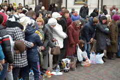 Mensen dichtbij de kerk Royalty-vrije Stock Fotografie