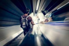 Mensen die aan de metro leiden Stock Foto's