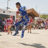 Mensen die aan de Nationale Dag van Bolivië in Expo 2015 in M deelnemen Stock Foto's
