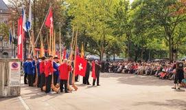 Mensen die aan de toespraak toegewijd aan de Zwitserse Nationale Dag luisteren Royalty-vrije Stock Afbeeldingen