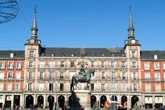 Mensen die architectuur op de Pleinburgemeester bezoeken, Madrid Stock Foto