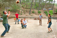 Mensen die bal spelen Royalty-vrije Stock Fotografie