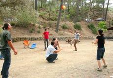 Mensen die bal spelen Stock Foto's