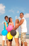 Mensen die ballons in kleuren CMYK houden Stock Afbeeldingen