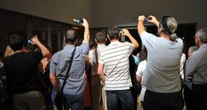Mensen die beelden met mobiele telefoons nemen royalty-vrije stock afbeeldingen