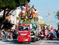 Mensen die bij de Carnaval-Parade, Limassol, Cyprus paraderen Royalty-vrije Stock Foto's