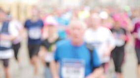 Mensen die bij halve Marathongebeurtenis lopen