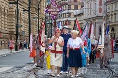 Mensen die bij het Sokol-festival in de straten van Praag paraderen royalty-vrije stock afbeeldingen