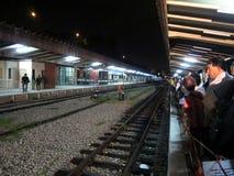 Mensen die bij het station van Tanjong wachten Pagar Royalty-vrije Stock Fotografie