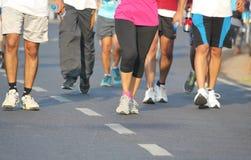 Mensen die bij Hyderabad 10K Looppasgebeurtenis lopen, India Stock Afbeelding