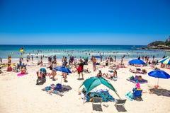 Mensen die bij Mannelijk strand in Sydney, Australië ontspannen Royalty-vrije Stock Fotografie