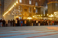 Mensen die bij Suleymaniye-Moskee bidden Royalty-vrije Stock Foto