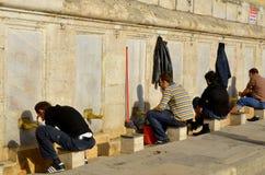 Mensen die bij Suleymaniye-Moskee bidden Royalty-vrije Stock Afbeelding