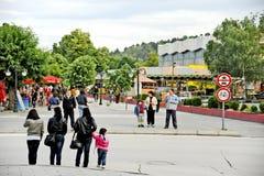Mensen die in Bitola rondwandelen Stock Fotografie