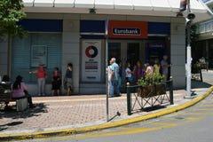 Mensen die cashpoint rij wachten stock foto