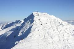Mensen die Chopok-Piek, 2024 m beklimmen Stock Afbeeldingen