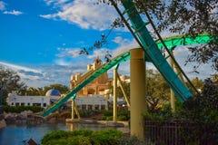 Mensen die de achtbaan van pretkraken hebben in Seaworld Marine Theme Park 5 stock foto's
