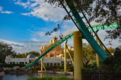 Mensen die de achtbaan van pretkraken hebben in Seaworld Marine Theme Park 5 royalty-vrije stock afbeelding
