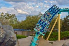 Mensen die de achtbaan van pretkraken hebben in Seaworld Marine Theme Park 4 royalty-vrije stock foto's