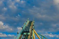 Mensen die de achtbaan van pretkraken hebben in Seaworld Marine Theme Park 9 royalty-vrije stock afbeeldingen