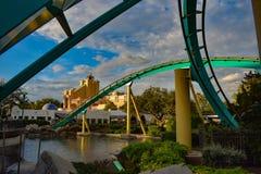 Mensen die de Dalingen van de de aantrekkelijkheidsoneindigheid van de pretrivier in Seaworld Marine Theme Park 8 hebben royalty-vrije stock afbeeldingen