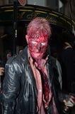 Mensen die de Jaarlijkse Gang van de Zombie bijwonen Stock Fotografie