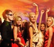Mensen die in de nachtclub dansen Royalty-vrije Stock Afbeeldingen