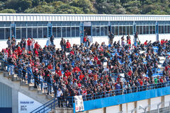 Mensen die de opleiding van Formule 1, 2013 zien stock foto
